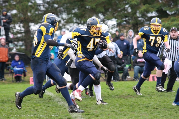 Warrior Bantam FB Mike Hoecht rambles for big yards in the Bantams huge 56-35 A-Cup semi-final win over the South Gloucester Raiders